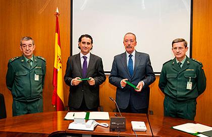Alquiler guardiacivil - La Guardia Civil y Aseamac firman un convenio de colaboración para la prevención de robos de maquinaria