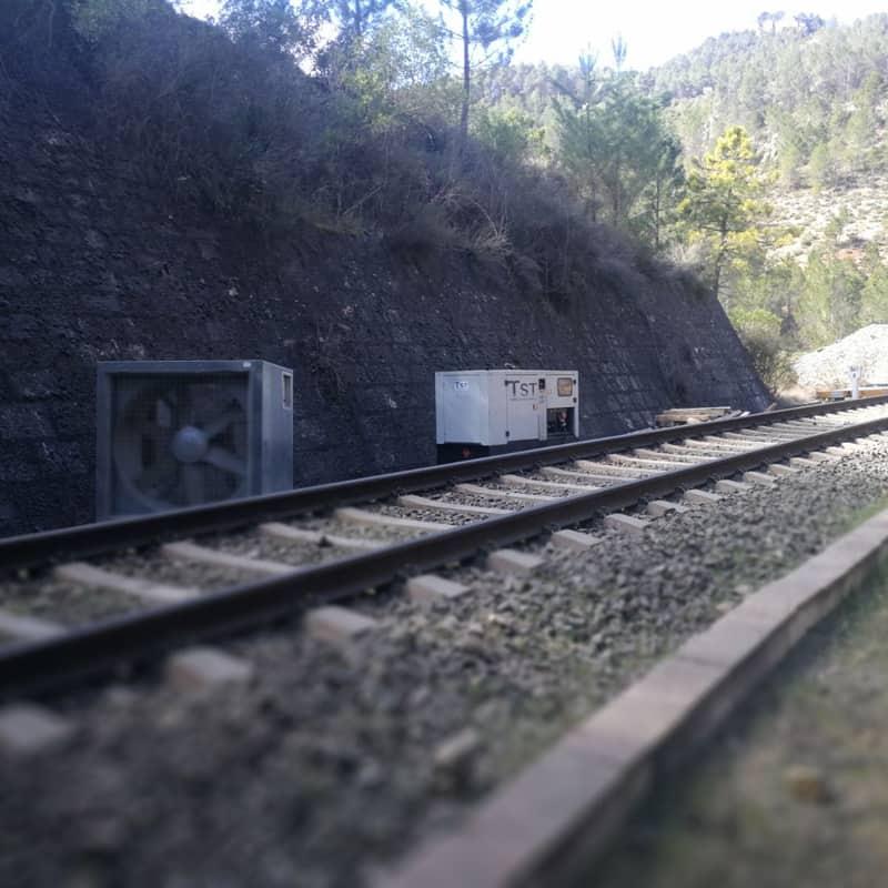 Ventilación y grupo electrógeno en el túnel del tren